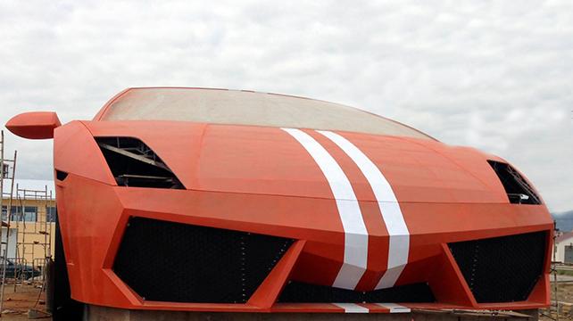 Lamborghini gallardo géante de face