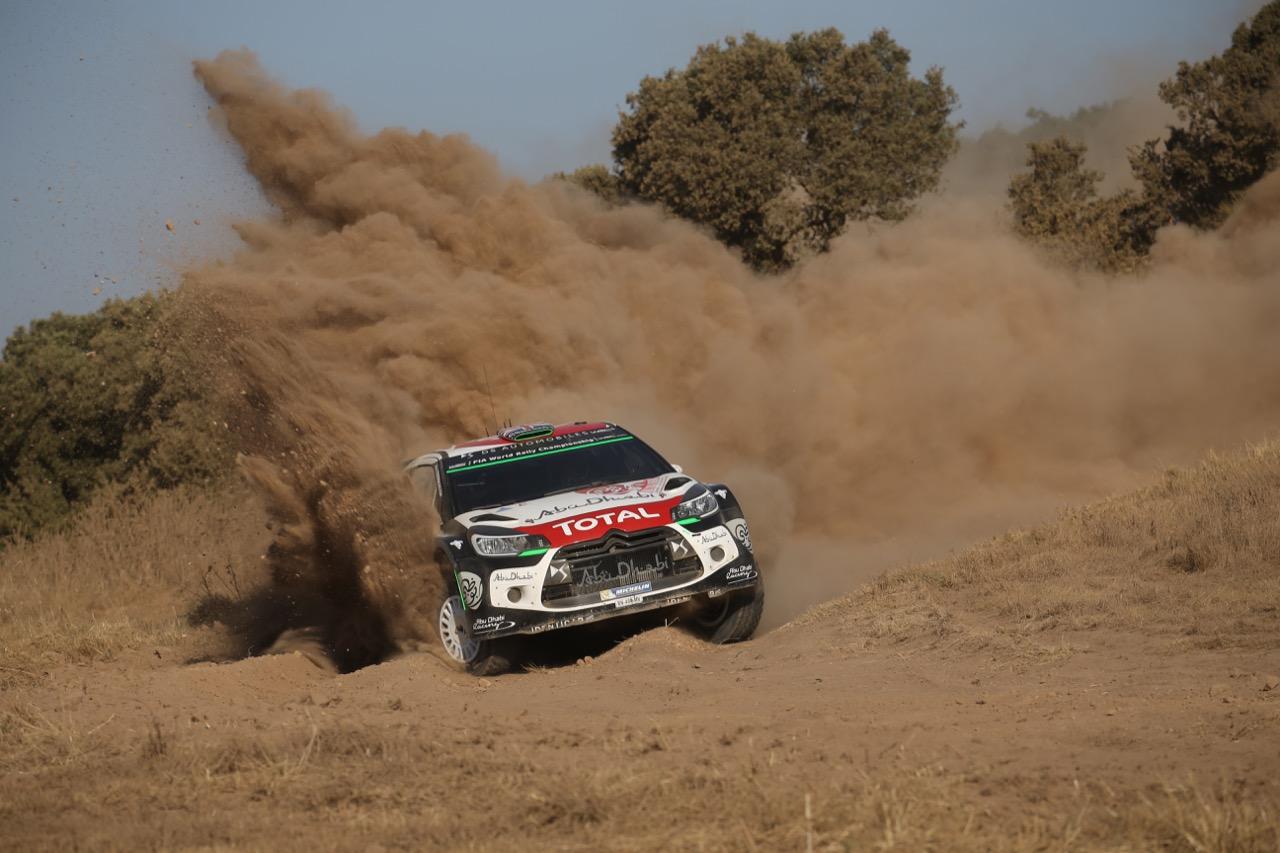 Kris Meeke à l'attaque, lors du Rallye de Sardaigne 2015