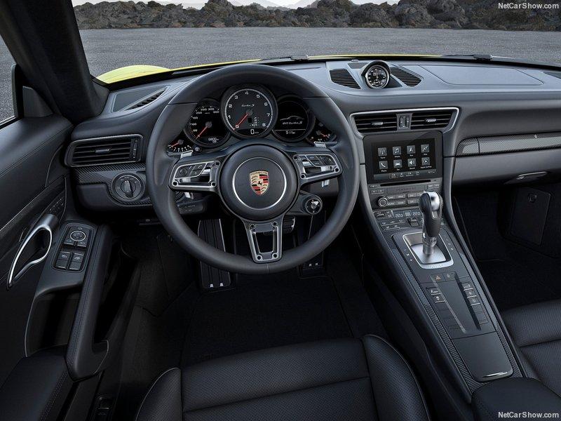 L'intérieur de la Porsche 911 Turbo